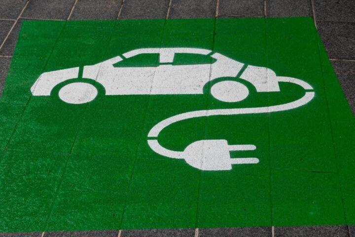 Zestawienie (porównanie) czasu i kosztu ładowania samochodów elektrycznych